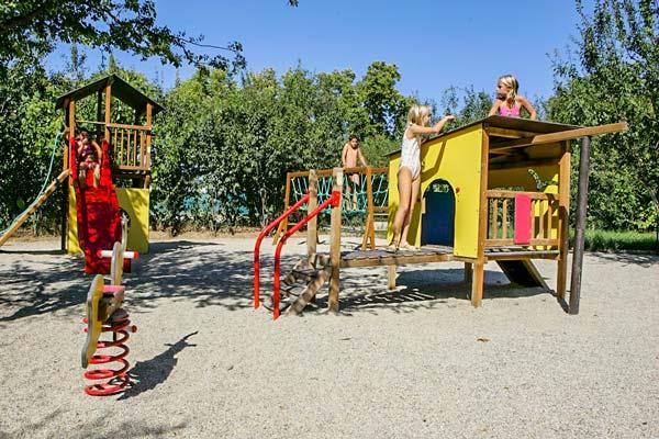playground camping mas de l'isle