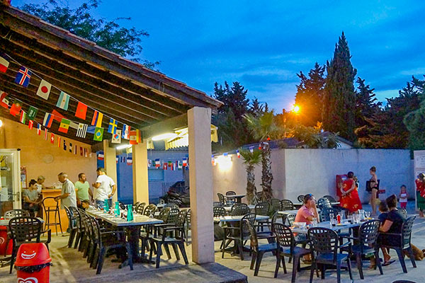 bar restaurant camping mas de l isle